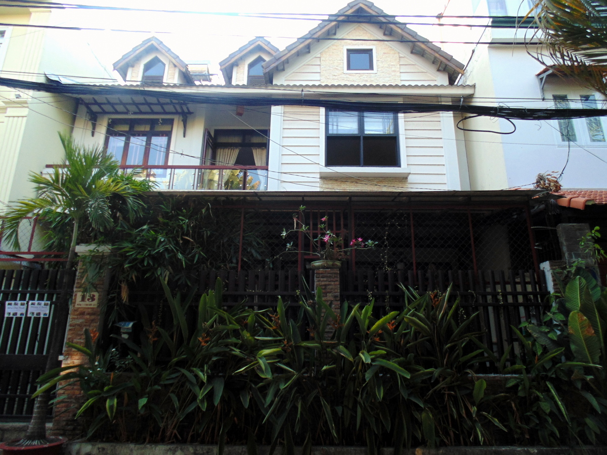 HOUSE FOR RENT AT BAO CHI AREA