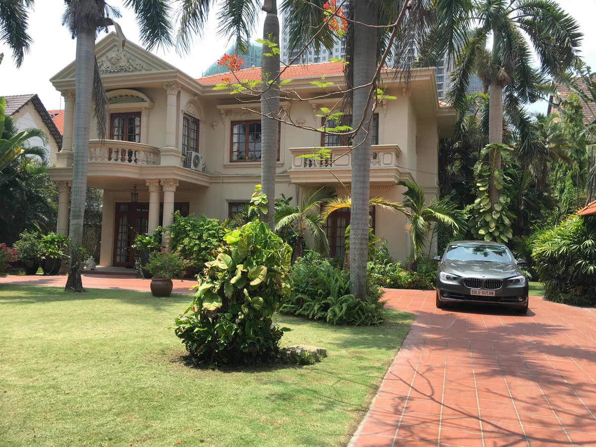 A HUGE VILLA FOR RENT IN THAO DIEN WARD, DISTRICT 2