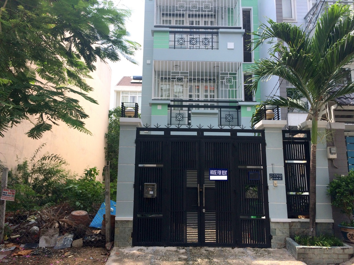A NICE HOUSE FOR RENT IN THAO DIEN WARD, DISTRICT 2.