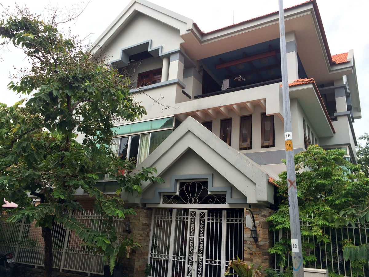 A COZY HOUSE FOR RENT IN THAO DIEN WARD, DISTRICT 2.