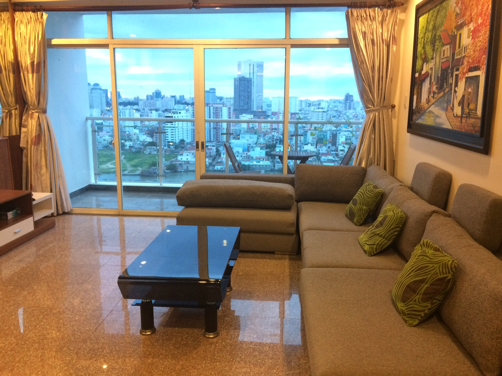 BEAUTIFUL APARTMENT FOR RENT AT HOANG ANH RIVERVIEW.