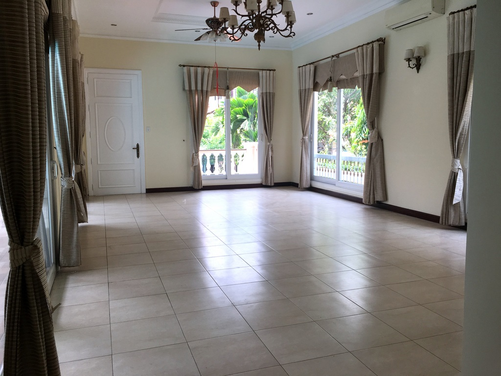NICE VILLA FOR RENT IN CENTER OF THAO DIEN.