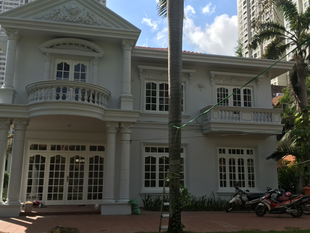 NICE VILLA FOR RENT IN THAO DIEN .