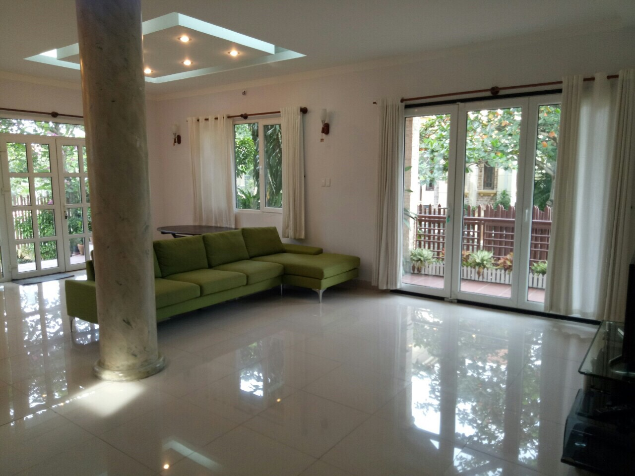 NICE VILLA FOR RENT IN THAO DIEN.