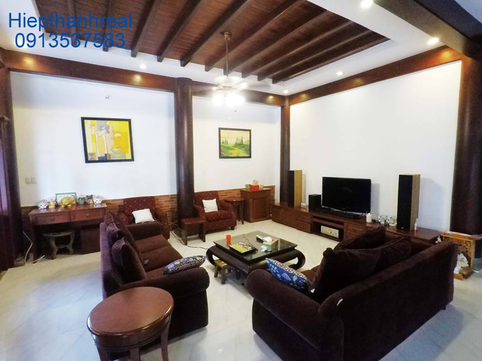 NICE WOODEN VILLA FOR RENT AT THAO DIEN