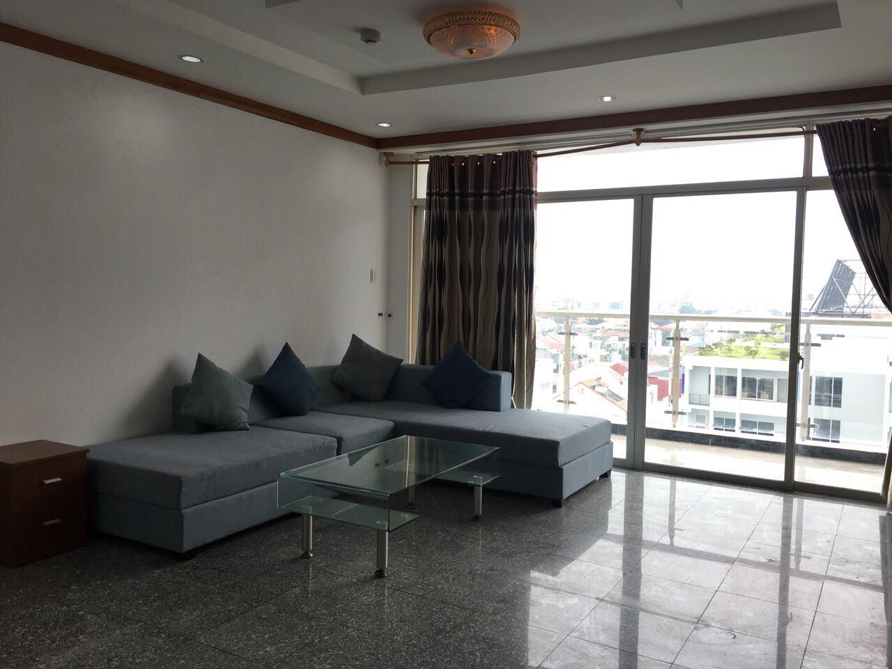 Beautiful 4 bedrooms at Hoang Anh Riverview apartment